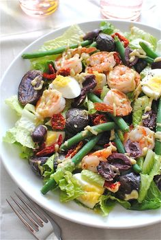 Shrimp Nicoise Salad // I love shrimp in salads. This crisp Nicoise salad is a good and hearty salad for one!