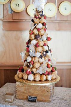 La pièce montée en choux est bien décidée à reprendre sa place sur la première marche du podium des gâteaux de mariage. Éclipsée...