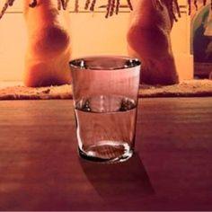 Manera correcta de utilizar la vitamina E para prevenir las arrugas - Health Guru, Infused Water, Pint Glass, Natural Health, Detox, The Cure, Remedies, How To Make, Health Recipes