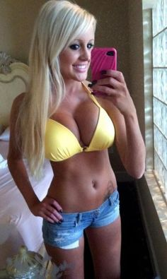 #blonde #amateur #selfshot #yellow #bikini #bra #jeans #shorts #cleavage #navel #tattoo