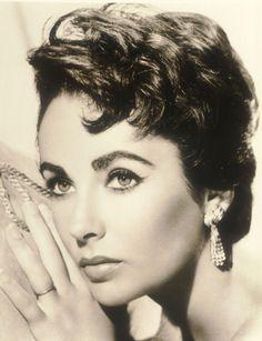Elizabeth Taylor.....stunning photo!