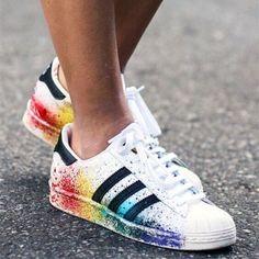 Keys to the Perfect - Tendance Sneakers : Sneaker-Fieber: Diese Turnschuhe müssen unbedingt in Ihr Schuhregal! Cute Shoes, Women's Shoes, Me Too Shoes, Shoe Boots, Shoes Sneakers, Platform Shoes, Cute Addidas Shoes, Cool Adidas Shoes, Adidas Shoes Outlet