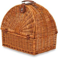 The hand-woven Picnic Plus Athertyn 2 Person Picnic Basket - Plaid Lining is the ideal accessory for outdoor outings like picnics and open-air concerts. Picnic Set, Beach Picnic, Picnic Ideas, Rattan Basket, Wicker, Picnic Baskets, Paper Weaving, Hand Weaving, Paper Magic