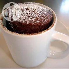 Dieser Mikrowellenkuchen für zwei oder auch Tassenküchlein ist in ein paar Minuten gemacht. Das Rezept gibts auf Allrecipes@ de.allrecipes.com