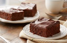 Try this Chocolate Sour Cream Cake recipe, made with HERSHEY'S products. Enjoyable baking recipes from HERSHEY'S Kitchens. Bake today.