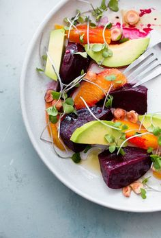Roasted Beet Salad with Orange and Avocado. An EASY healthy salad recipe packed with healthy fats, texture, and nutrition! Roasted Beet Salad with Orange and Avocado. An EASY healthy salad recipe packed with healthy fats, texture, and nutrition! Healthy Fats, Healthy Eating, Roasted Beet Salad, Healthy Salad Recipes, Beet Recipes, Smoothie Recipes, Vegetarian Recipes, Nutribullet Recipes, Thai Recipes