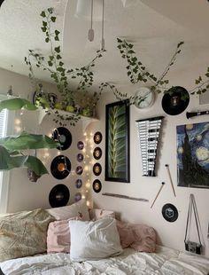 Indie Room Decor, Cute Room Decor, Aesthetic Room Decor, Indie Bedroom, Music Bedroom, Music Inspired Bedroom, Indie Dorm Room, Hippie Bedroom Decor, Nature Bedroom
