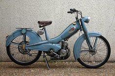 Motobécane AV 79 1960 - My Ideas & Suggestions Vintage Moped, Vintage Motorcycles, Cars Motorcycles, Vintage Cars, Vintage Ideas, Scooters, Powered Bicycle, Vespa Lambretta, Mini Bike