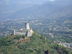 Castle and Sculpture at Montecassino by Espino Family, via Flickr