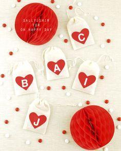 my personalized felt heart muslin bag diy for oh happy day / sallyjshim