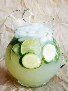 — Flavored Lemonade Inspiration — Cucumber Mint Limeade-to a large pitcher of limeade (or lemonade) add one cucumber, thinly sliced, and a handful of chopped mint leaves. Cucumber Lemonade, Flavored Lemonade, Cucumber Detox Water, Lemonade Drink, Basil Lemonade, Ginger Lemonade, Mint Mojito, Refreshing Drinks, Summer Drinks
