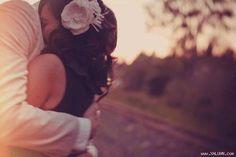 """Chúng mình yêu nhau xong rồi   Chia tay một tuần. Cuộc sống dường như là một cuộc sống mới với tôi. Vẫn những con đường đi về khói bụi xe cộ... nhưng dường như...  ảnh minh họa  Cuộc sống có nhẹ nhàng hơn chút xíu khi không phải giờ đấy ngày đấy đưa đón em. Không phải hàng đêm """"tiếp chuyện bạn nghe đài"""". Một ngày của tôi như dài ra nhưng nó cứ như mất phương hướng.  Chia tay gần một năm thời gian cũng đủ để biến một mối tình ngọt ngào trở lên nhàn nhạt biến những kỷ niệm đã qua trở thành…"""