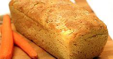 Det här brödet är glutenfritt eftersom det bakas på glutenfri brödmix. Riven morot i degen gör det extra smakrikt och saftigt.