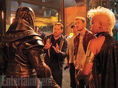 En Sabah Nur/Apocalypse (Oscar Isaac), director Bryan Singer, Erik Lensherr/Magneto (Michael Fassbender), and Ororo Munroe/Storm (Alexandra Shipp)