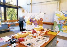 "Willem de Kooning in his studio, 1989 in East Hampton NY_Dylan - ""drove over to Springs a lot, a painter's paradise where De Kooning had his studio. Expressionist Artists, Abstract Expressionism, Abstract Art, Jackson Pollock, Artist Art, Artist At Work, Artist Painting, Famous Artists, Great Artists"