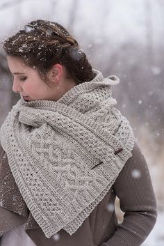 A Walk through Aspens is a cabled Aran wrap, with a generous length and width. Ideal for a chilly hike through an aspen forest or just a quick trip to the market.