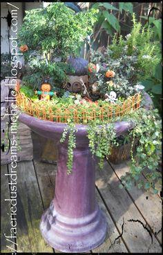 31 Days of Halloween- Miniature Faerie Gardens! Mini Fairy Garden, Fairy Garden Houses, Gnome Garden, Fairies Garden, Halloween Fairy, Autumn Fairy, Little Gardens, Fairy Garden Accessories, Enchanted Garden