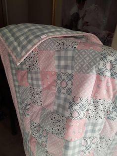 ideas baby blanket diy patchwork quilt patterns for 2019 Quilt Baby, Baby Patchwork Quilt, Patchwork Quilt Patterns, Pink Quilts, Baby Girl Quilts, Baby Girl Blankets, Girls Quilts, Baby Flannel, Flannel Quilts