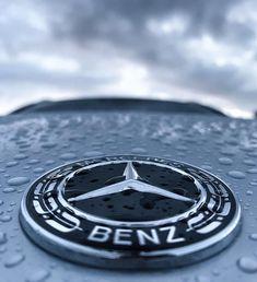 2,503 個讚,18 則留言 - Instagram 上的 @mboakville:「 Today is dark🌫and grey but the sun ☀️ will come out tomorrow. #annie . . . . . . . . #darkandgrey… 」 Mercedes Benz Wallpaper, Mercedes Logo, Tesla Roadster, Emblem, Bmw Logo, Annie, Wallpapers, Cars, Logos