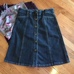 Ann Taylor, Size 4P❤️Host Pick Downtown Chic 1/29 Washed never worn. May be worn year round, dress up with boots or dress down with flats for a comfy casual look. Ann Taylor Skirts