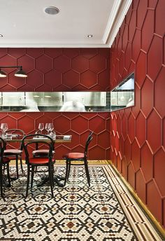 Red Truth: Le Vrai Brasserie and Boulangerie in Milan by Karine Lewkowicz Photo © Le Vrai. Design Bar Restaurant, Cafe Restaurant, Restaurant Interiors, Cafe Interior, Interior Walls, Flat Interior, Architectural Digest, Cafe Design, House Design
