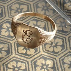 OMG I need a signet ring! So I can seal my letters with wax =)