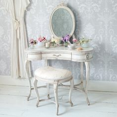 mobilier de la chambre Shabby Chic: coiffeuse blanche