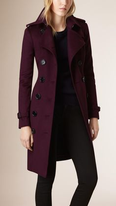 Pflaumenfarben Trenchcoat im Sandringham-Stil aus Kaschmir - Bild 2 Teen Clothing - Baby Clothing - Winter Outfits, Casual Outfits, Fashion Outfits, Womens Fashion, Fashion Trends, Fashion Coat, Ladies Fashion, Winter Dresses, Emo Fashion