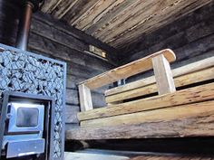 Heipä hei!   Viime kerrasta taas vierähtänyt tovi, vaikka monen monta kertaa on tännekin pitänyt tulla asioita päivittämään.. Täällä ollaan... Japanese Bath House, Sauna House, Traditional Saunas, Outdoor Sauna, Finnish Sauna, Spa Rooms, Steam Room, Painted Doors, Play Houses