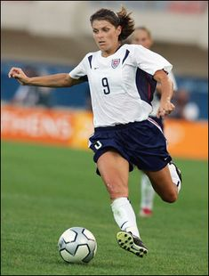 Mia Hamm is famed as one of the greatest female athletes of all time. As a former Women's National Team player and captain, she set records for the sport of soccer that had never been seen before. Us Soccer, Soccer Players, Soccer Ball, Basketball, Soccer Teams, Nike Soccer, Morgan Soccer, Girls Soccer, Solo Soccer