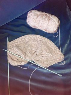 Unique: Tutorial Capota de bebe Baby Knitting Patterns, Knitting For Kids, Knitting Stitches, Crochet Girls, Crochet Baby Shoes, Knit Crochet, Crochet Hats, Baby Shoes Pattern, Head Accessories