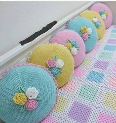 Knitting diy sweater pillow covers new Ideas Crochet Cushion Cover, Crochet Cushions, Crochet Pillow, Baby Blanket Crochet, Crochet Motifs, Crochet Flower Patterns, Crochet Blanket Patterns, Crochet Flowers, Crochet Shawl