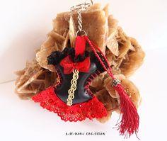 Porte clés, Corset de NOEL, bijou de sac glamour, similicuir noir et dentelle rouge et or, fait main : Autres bijoux par lacaudry-creation