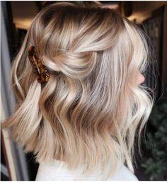 Blonde Hair Looks, Brown Blonde Hair, Blonde Honey, Blonde Brunette, Short Hair Updo, Short Hair Styles, Blonde Short Hair, Ponytail Hairstyles, Medium Blonde