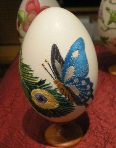 Des oeufs décorés , des oeufs d'orfèvres , de passionnés , d'artistes époustouflants . Oeufs de mandarins , de cailles , de...
