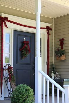 SIMPLE CHRISTMAS FRONT DOOR IDEAS - Finding Home
