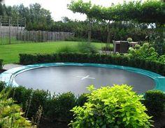 Afbeeldingsresultaat voor trampoline in de grond tuinen