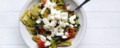 Gewoon wat een studentje 's avonds eet: Ravioli met warme avocado, tomaat, spinazie en mozzarella