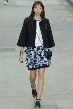 Chanel Spring 2015 Ready-to-Wear Fashion Show - Issa Lish (PREMIUM)