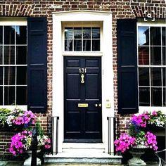 Garage Door Red Brick House Exterior Paint Colors 70 Ideas For 2019 Black Front Doors, Front Door Colors, Red Doors, Exterior Paint Colors For House, Paint Colors For Home, Paint Colours, Door Design, Exterior Design, Red Brick Exteriors