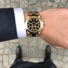 Get Your Weekend Glow With Your Luxury Watch. 305-377-3335 info@diamondclubmiami.com #miami #watchlover #watch #watchgame #men #mensstyle #menwithclass #mensfashion #fashionismo #fashion #rolex #fashionph #fashionmen #men #menwithclass #mensstyle #businessmen #classylook by @goldstube