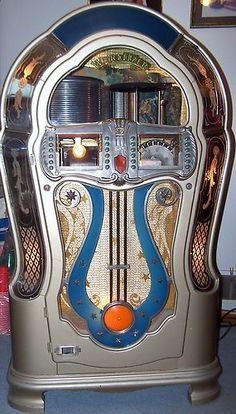 My dream is to one day have a jukebox like this and a huge collection of records! They're just so cool!!!
