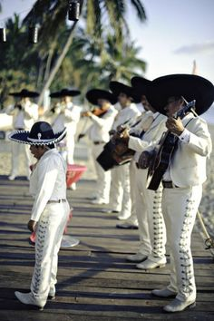The mariachi band is considered one of the most well known types of Mexican folk music. It is a mixture of Spanish and African traditions. It's differs from region to region. States Of Mexico, New Mexico, Mexican Beach Wedding, Mexican Weddings, Central America, North America, Mexico Party, Clemente Orozco, African Traditions