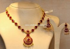 south Indian traditional ruby necklace design with 22 carat gold neck chain attached with pendant and studded with pota rubies paired with matching ruby earrings Gold Necklace Simple, Pretty Necklaces, Short Necklace, Gold Ruby Necklace, Ruby Jewelry, Jewelry Model, Gold Jewelry, Jewellery Box, Temple Jewellery