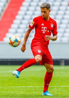 Pin On Soccer Philippe Coutinho Wallpaper For Your The Bayern Times Down. Salah Liverpool, Liverpool Fc, Best Football Players, Soccer Players, Coutinho Wallpaper, Football Hairstyles, Messi Soccer, Messi And Ronaldo, Fc Bayern Munich