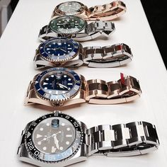 Rolex - I would go with the green one. Amazing Watches, Beautiful Watches, Cool Watches, Watches For Men, Wrist Watches, Breitling, Rolex Gmt, Rolex Watches, Rolex Submariner