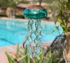 Jelly Fish Wind Chimes – Hobbies paining body for kids and adult Art Of Glass, Stained Glass Art, Glitter Dust, Gold Glitter, Mosaic Garden, Garden Art, Piercings, Fire Art, Metal Hangers