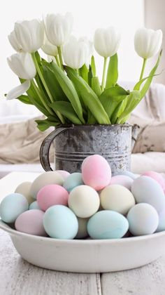 20 Rustic Easter Decorations Bringing a Farmhouse Appeal to Your Home! decorations farmhouse 20 Rustic Easter Decorations Bringing a Farmhouse Appeal to Your Home! Easter Table, Easter Eggs, Creation Deco, Easter Parade, Deco Floral, Easter Brunch, Pretty Pastel, Easter Crafts, Easter Decor