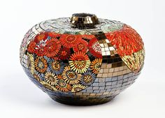 Ira Bekker Mosaic - Beautiful hand crafted mosaics for Commercial, Urban and Residential environments. Mosaic Vase, Mosaic Flower Pots, Mosaic Garden, Mosaic Tiles, Pebble Mosaic, Mosaic Crafts, Mosaic Projects, Douglas Jones, Landscaping With Rocks
