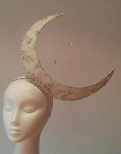 Crescent Moon by JOHANNA GUERIN #HatAcademy #millinery  AWESOME IDEA